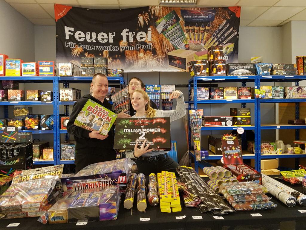 Feuerwerk Verkauf im Autohaus Ahrens Barsbüttel bei Hamburg Silvester Feuerwerk kaufen